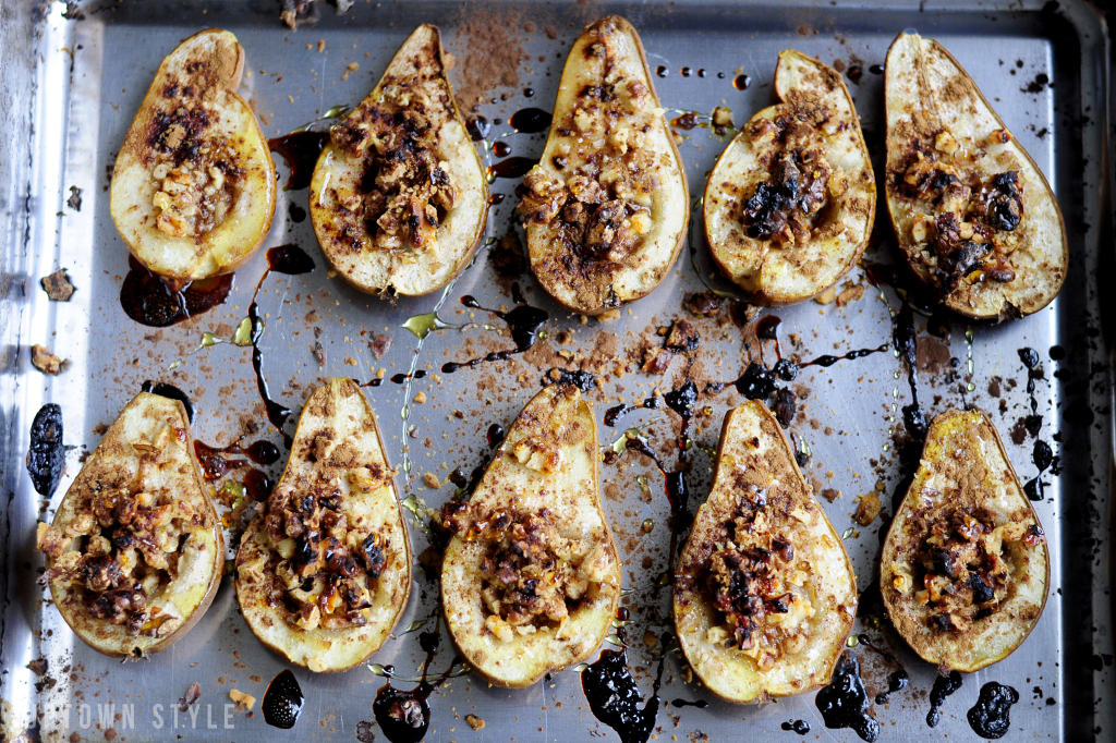 GOLDEN SYRUP AND WALNUTS BAKED PEARS