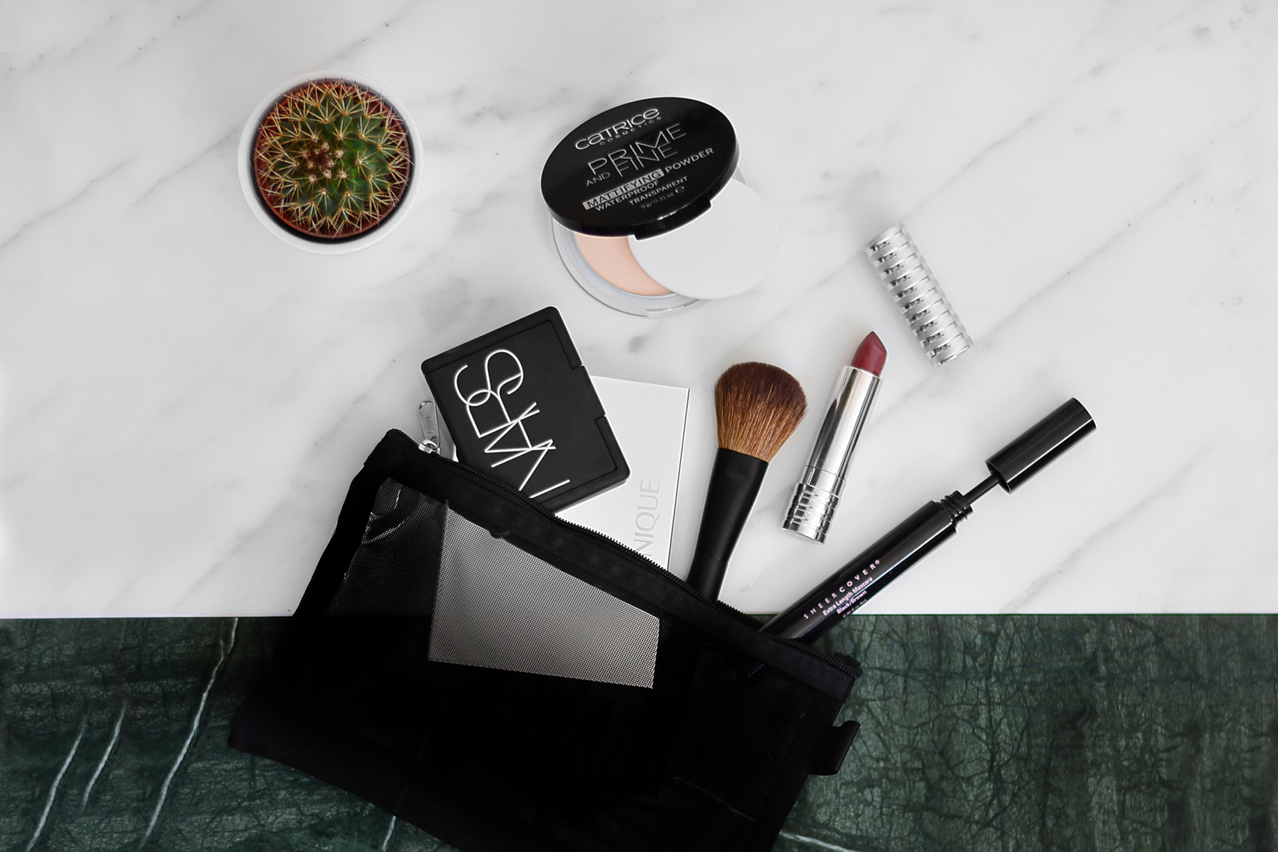 BEAUTY BAG ESSENTIALS